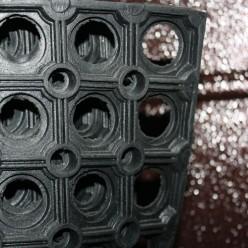 Коврик резиновый грязезащ. со сквозн.отверстиями (400х600 мм) толщ.16мм РТИ